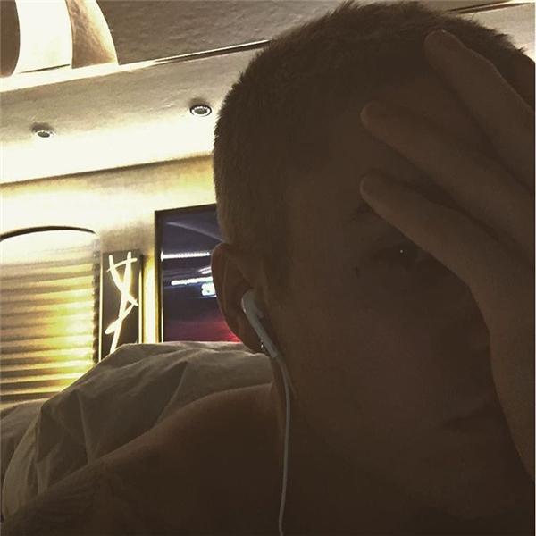 Hình xăm mới nhất của Justin Bieber, một cây thánh giá nhỏ dưới đuôi mắt trái. (Ảnh: Justin Bieber)