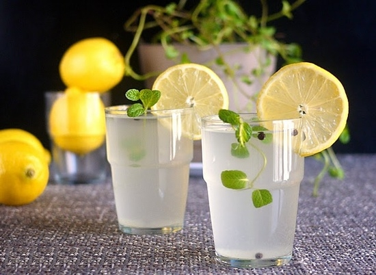 Uống nước chanh rấtgiàu các loại vitamin. Ảnh: Internet