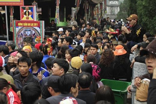 Gây mất trật tự nơi công cộng khiến du khách Việt mất điểm trong mắt bạn bè quốc tế. (Ảnh: Internet)