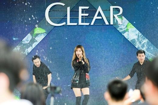 Min xinh đẹp và cá tính trên sân khấu mát lạnh của Clear - Tin sao Viet - Tin tuc sao Viet - Scandal sao Viet - Tin tuc cua Sao - Tin cua Sao