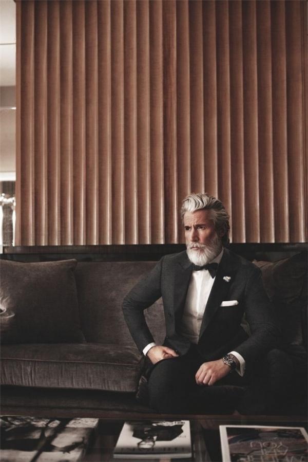 Một bộ vest sẽ là sự lựa chọn hoàn hảo cho bất kì người đàn ông nào mà không cần phân biệt tuổi tác.(Ảnh: Internet)