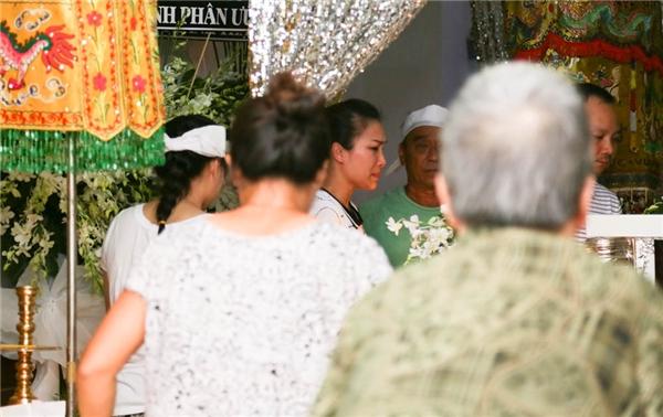 Xúc động trước hình ảnh Hồng Ngọc nhìn cha lần cuối - Tin sao Viet - Tin tuc sao Viet - Scandal sao Viet - Tin tuc cua Sao - Tin cua Sao