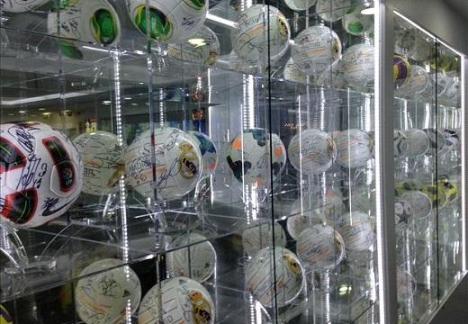 Mỗi quả bóng ở đây đều ẩn chứa bên trong những câu chuyện thú vị.