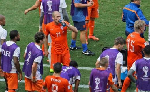 """Luật """"cooling break"""" từng được áp dụng ở World Cup"""