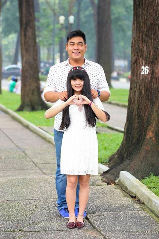 Chàng cao 1m85 và cân nặng 95kg (từng nặng hơn 100kg), trong khi nàng chỉ cao 1m52 và nặng 45kg.
