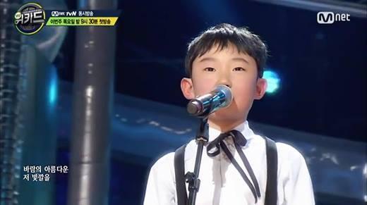 Triệu người nín lặng gì giọng hát của cậu bé 9 tuổi này