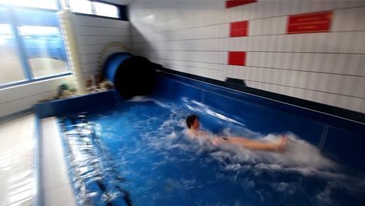 """Ống trượt nước """"xuyên không gian"""" tuyệt vời nhất thế giới"""