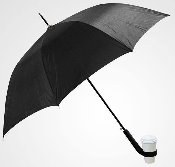 18. Vừa cầm dù, vừa uống cà phê vô cùng tiện lợi(Ảnh: Internet)