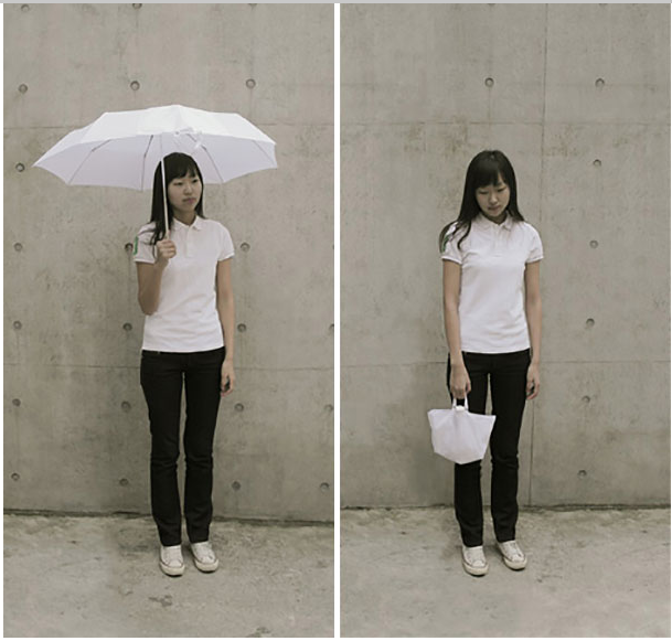3. Không cần phải lo lắng xách một cây dù dài và vướng víu mỗi khi dùng xong vì bây giờ bạn có thể gấp chúng nó lại thành một chiếc túi nhỏ nhắn và xách đi mọi nơi một cách thoải mái. (Ảnh: Internet)