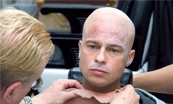 Brad Pitt đang trong quá trình hóa trang. (Ảnh: Internet)