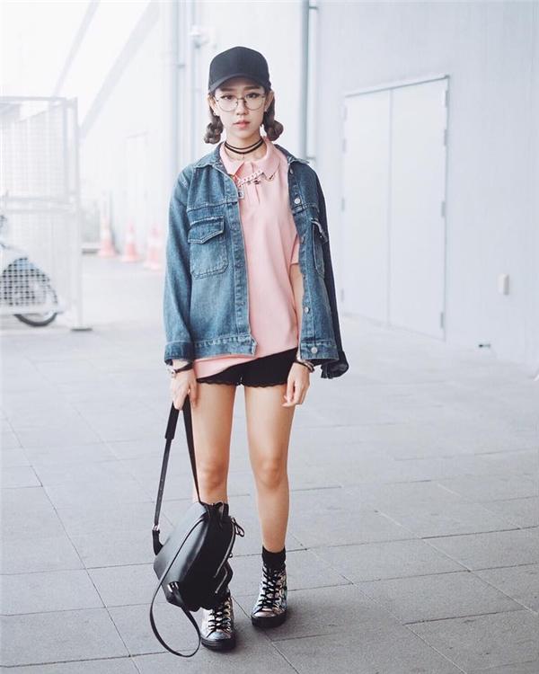 """Bạn thấy đấy, chỉ cần những chiếc quần short hay chân váy ngắn, phô diễn được đôi chân đã giúp chiều cao """"tăng"""" vượt trội. Ở phần trên bạn có thể tự do diện áo phông, sơ mi đơn giản hoặc phối nhiều lớp cầu kì. Lưu ý, nên chọn những trang phục đơn sắc để tránh tạo cảm giác rối mắt, nặng nề."""