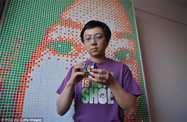 Tong Aonancó niềm đam mê rất lớn đối với rubik.(Ảnh: Internet)