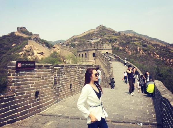 """Mới đây, vào dịpnghỉ lễ30/4-1/5, nữ ca sĩBảo Anh chia sẻ bức ảnh chụp tạiVạn Lý Trường Thành (ở thủ đô Bắc Kinh, Trung Quốc) và đăng tải lên trang cá nhân rằng: """"Tôi đi Vạn Lý Trường Thành. Theo số liệu mới nhất được công bố với chiều dài là 21.196km. Nói chung là cứ nghe tới tên Tần Thuỷ Hoàng là nổi gai ốc"""". - Tin sao Viet - Tin tuc sao Viet - Scandal sao Viet - Tin tuc cua Sao - Tin cua Sao"""