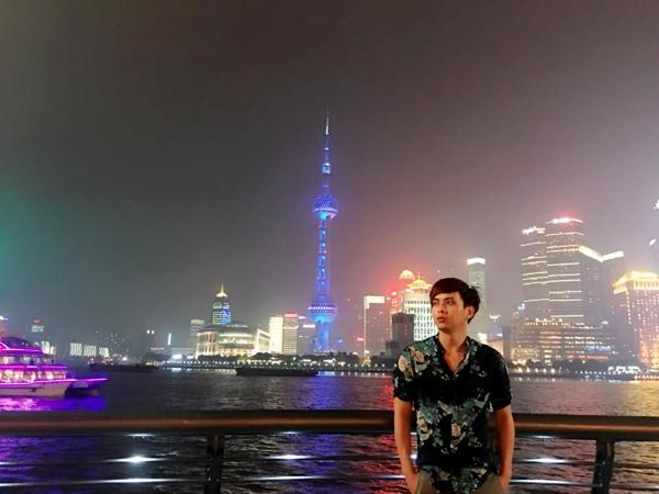 Như một sự tình cờ đến khó tin, vào cuối tháng 4/2016, nam ca sĩ có chuyến lưu diễn kết hợp du lịch tại Thượng Hải, Trung Quốc. - Tin sao Viet - Tin tuc sao Viet - Scandal sao Viet - Tin tuc cua Sao - Tin cua Sao
