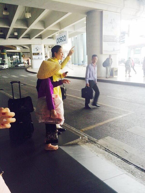 Dân mạng sốt với câu chuyện cảm động của người phụ nữ nghèo ở sân bay