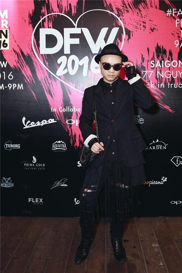 Với hạng mục giải thưởng Trang phục đẹp nhất dành cho nam giới, nhà thiết kế Đỗ Mạnh Cường đã được xướng tên.