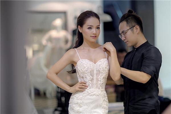 Hé lộ trang phục cưới đẹp mê hồn của Linh Phi, Quang Tuấn