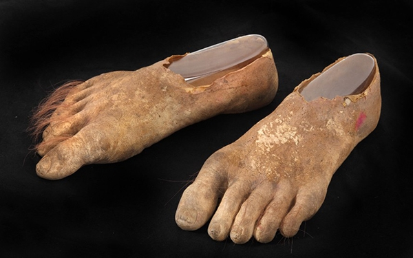 Khoảng1800 bàn chân của người lùn đã được các chuyên viên làm và sử dụng xuyên suốt thời gian quay phim.(Ảnh: Internet)