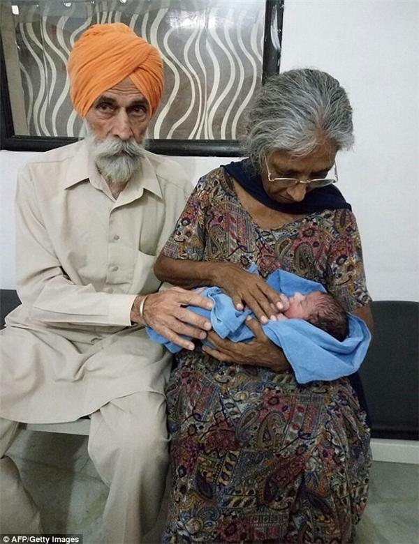 Hi hữu cụ bà 70 tuổi sinh hạ thành công đứa con đầu lòng