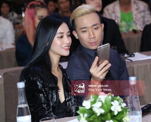 Lần đầu lộ diện bạn gái vào tháng 5/2012 và công khai chuyện tình yêu không lâu sau đó, hình ảnh cặp đôi thường trực xuất hiện trên mặt báo. - Tin sao Viet - Tin tuc sao Viet - Scandal sao Viet - Tin tuc cua Sao - Tin cua Sao