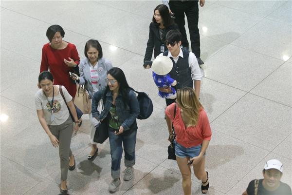 Được biết, nam diễn viên trở lại Việt Nam theo lời mời của Tổng cục du lịch Thái Lan. - Tin sao Viet - Tin tuc sao Viet - Scandal sao Viet - Tin tuc cua Sao - Tin cua Sao