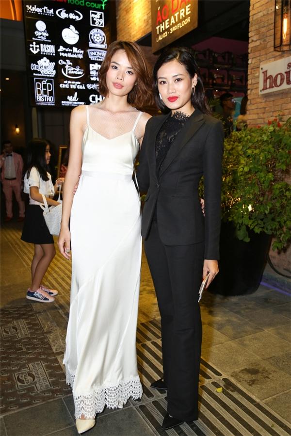 Thu Hiền và Pông Chuẩn với trang phục có màu sắc, phong cách đối lập.