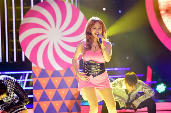 Hà Thúy Anh vào vai Ailee, biểu diễn ca khúc Don't touch me. - Tin sao Viet - Tin tuc sao Viet - Scandal sao Viet - Tin tuc cua Sao - Tin cua Sao