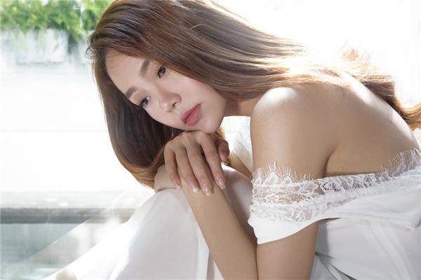 """Minh Hằng tung MV """"ảo diệu"""" sau tin đồn tình cảm với Quý Bình"""