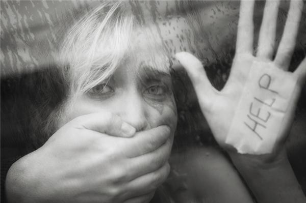 Sự vô tâm của chúng ta có thể gián tiếp tiếp tay cho bạo hành phụ nữ. (Ảnh: Internet)