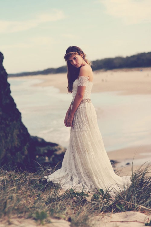 Thời trang Boho gây ấn tượng bởi sự lãng mạn, bay bổng, hòa hợp trong không gian đồng quê nội cỏ. (Ảnh: Internet)