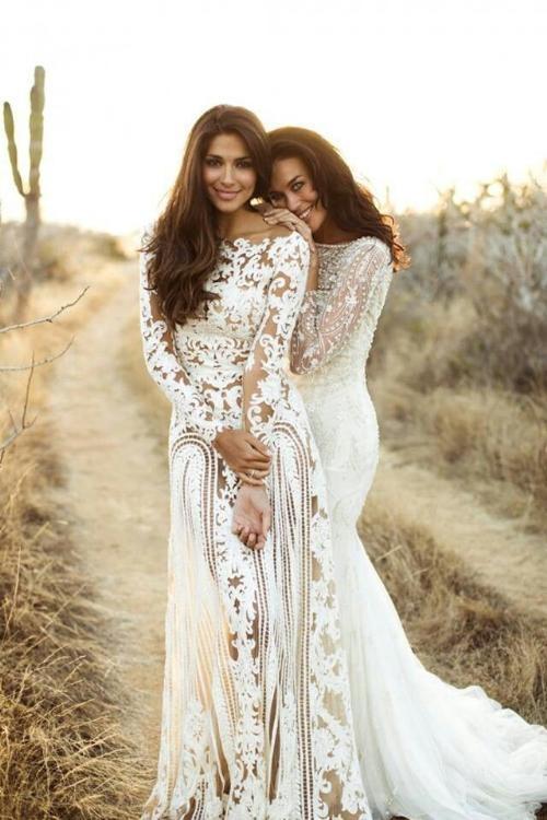 Những bông hoa trên váy không chỉ thể hiện sự cầu kì, tinh tế của nhà thiết kế mà còn mang trong nó những kí ức đẹp về thảo nguyên ngập tràn hoa cỏ nơi mà những chiếc váy Boho đã sinh ra. (Ảnh: Internet)