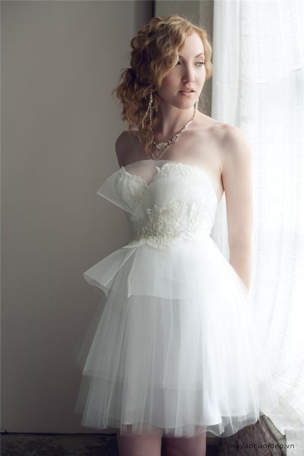 Đôi phần cổ điển với thiết kế váy cưới ngắn. (Ảnh: Internet)