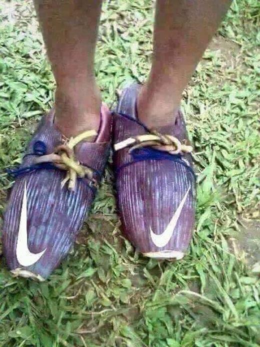 """Giày chuẩn thương hiệu Nike phiên bản bông chuối mang lại cho bạn một bầu trời """"sang chảnh"""". (Ảnh: Internet)"""