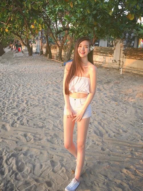 Hot girl xứ Đài sở hữu nhan sắc và đôi chân thẳng tắp
