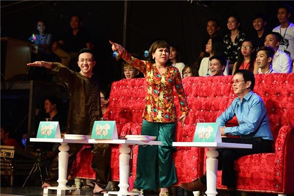 Với khả năng cảm thụ âm nhạc sâu sắc và tính cách hài hước, nhạc sĩ Đức Huy trở nên quen thuộcvới khán giả truyền hình cảnước với vai trò giám khảo cho các cuộc thi. - Tin sao Viet - Tin tuc sao Viet - Scandal sao Viet - Tin tuc cua Sao - Tin cua Sao