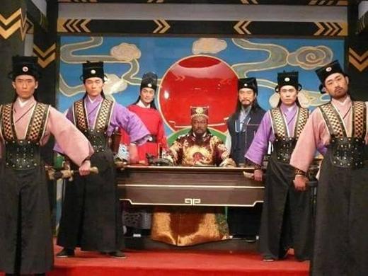 Bạn có thể nói liên tục một lèo tên củaTrương Long, Triệu Hổ, Vương Triều, Mã Hán không?