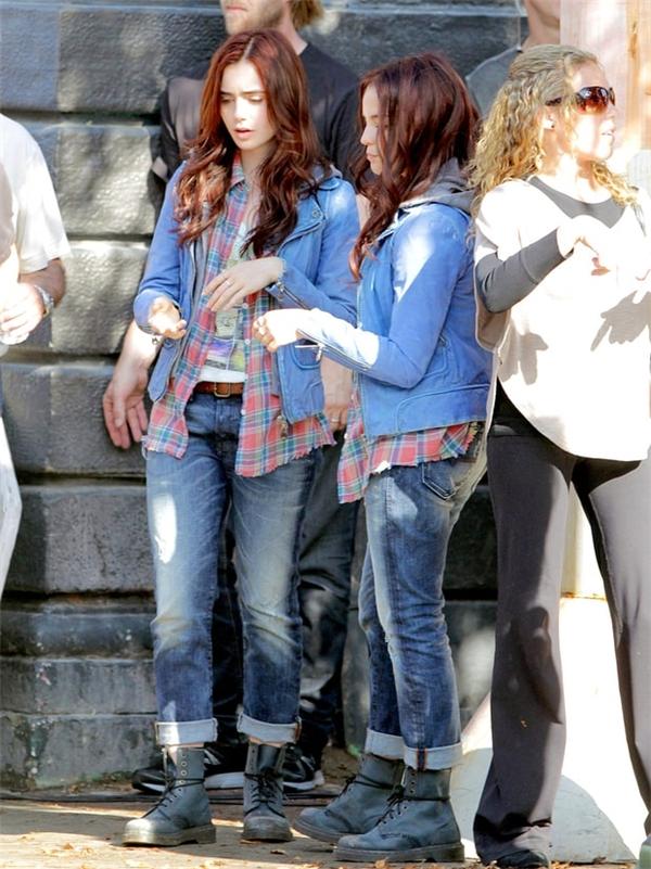 Lily Collins (trái) cùng diễn viên đóng thế, The Mortal Instruments: City of Bones
