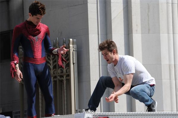 Andrew Garfield (phải) & William Spencer, The Amazing Spider-Man 2