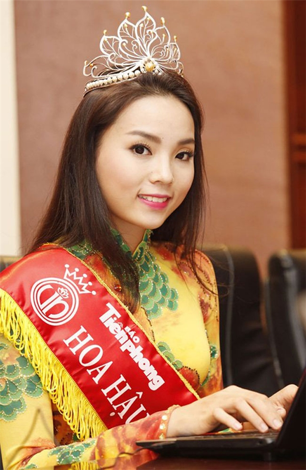 Kỳ Duyên có lẽ là Hoa hậu Việt Nam bị chê nhiều nhất từ sau khi đăng quang cho đến nay. Người đẹp gốc Nam Định có khuôn miệng nhỏ dẫn đến nụ cười trông không tươi tắn, rạng rỡ.