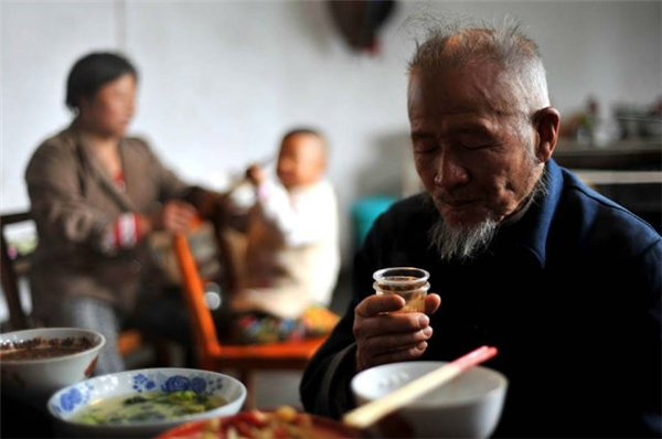 cụ ông 104 tuổi có vẻ ngoài như mới 70