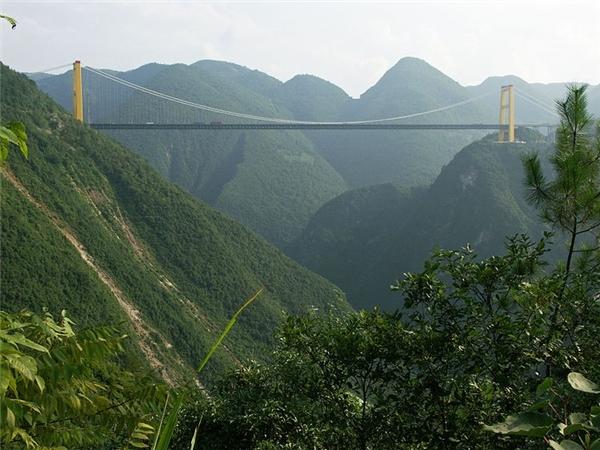Nằm ở độ cao 496 m so với mặt nước, cầu Siduhe giành kỷ lục cây cầu cao nhất thế giới. Ảnh: Highestbridges.