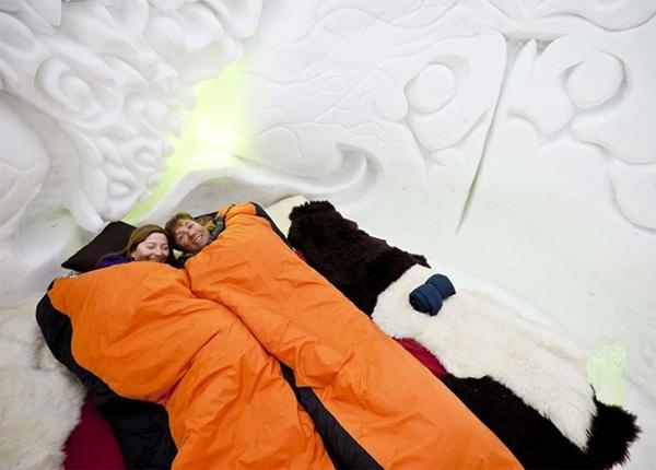 Các cặp đôi qua đêm tại khách sạn này sẽ phải mang theo rất nhiều đồ giữ ấm cho cơ thể.