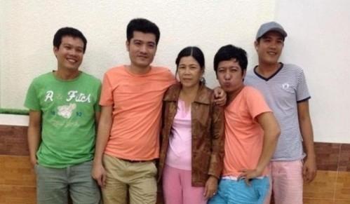 Nam diễn viên cùng các anh em và người thân trong gia đình. - Tin sao Viet - Tin tuc sao Viet - Scandal sao Viet - Tin tuc cua Sao - Tin cua Sao