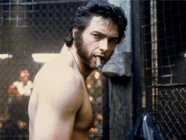"""Hugh Jackman vai Logan/Wolverine: Xuất hiện từ tập X-Men đầu tiên và là nhân vật trung tâm của hầu hết các bộ phim thuộc thương hiệu, """"người chồn"""" Hugh Jackman từng nhiều năm liền nằm trong top những người đàn ông quyến rũ nhất Hollywood, đồng thời là người chồng, người cha đáng ngưỡng mộ."""