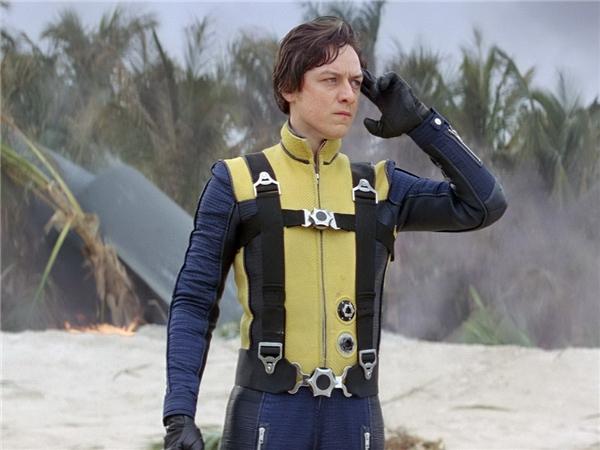 """James McAvoy vai Charles Xavier/Giáo sư X: Từ một dị nhân nghiêm túc và """"không tóc"""" của Patrick Stewart trong ba tập X-Men gốc, bước sang First Class, Giáo sư X """"đột biến"""" thành trẻ tuổi dưới sự thể hiện của một James McAvoy rất đỗi lãng tử, nhưng cũng không kém phần hài hước."""
