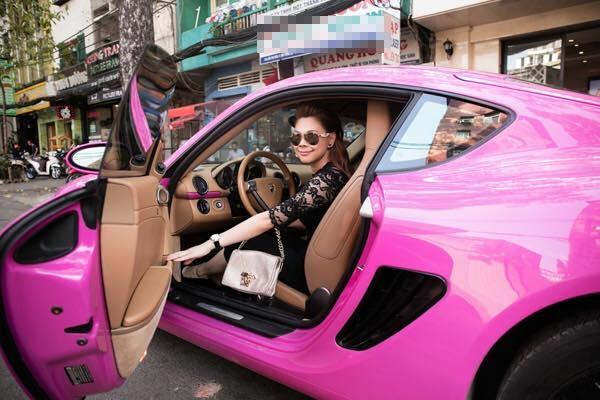 Thanh Thảo gây chú ý khi lái siêu xe tiền tỉ Porsche Cayman ra đường. - Tin sao Viet - Tin tuc sao Viet - Scandal sao Viet - Tin tuc cua Sao - Tin cua Sao