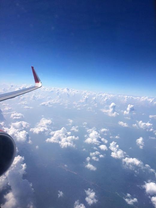 Thật là tuyệt khi ngắm cảnh vật từ máy bay. (Ảnh: Phạm Thuỳ Trang)