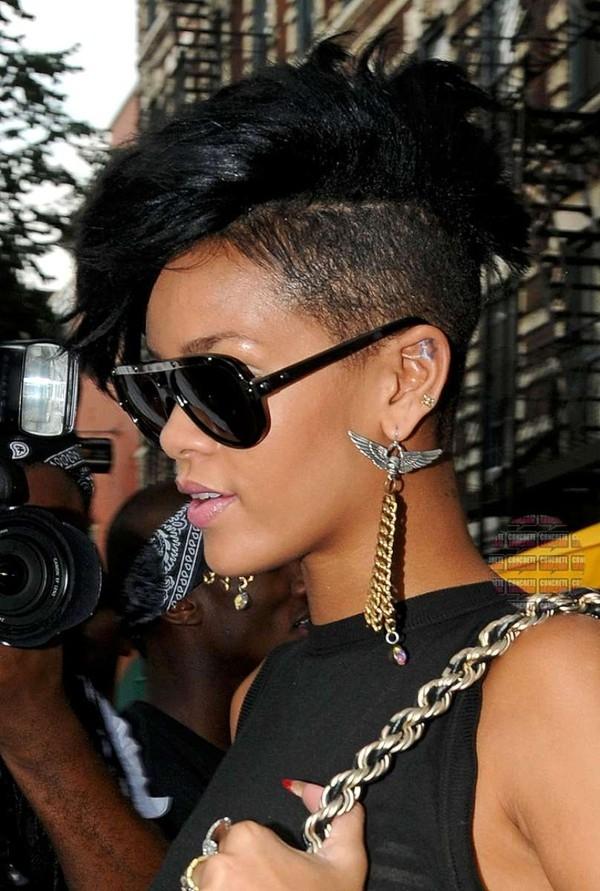 Rihanna cũng là người rất chăm chỉ biến tấu Undercut.