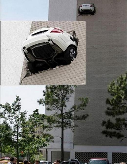 """Những chiếc ô tô có thể """"bay"""" cao đến thế này cơ đấy."""