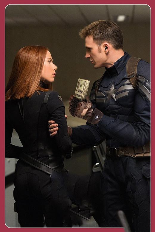 """""""Đi chơi với anh nha em. Anh già rồi nhưng nhiều tiền lắm"""" - bí quyết chinh phục trái tim người đẹp của Captain America. (Ảnh: Internet)"""
